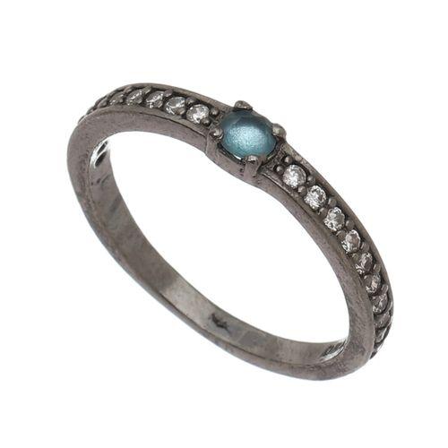 Anel-com-Pedra-central-Zirconia-Azul-e-laterias-Brancas-em-Prata-com-Rodio-Negro